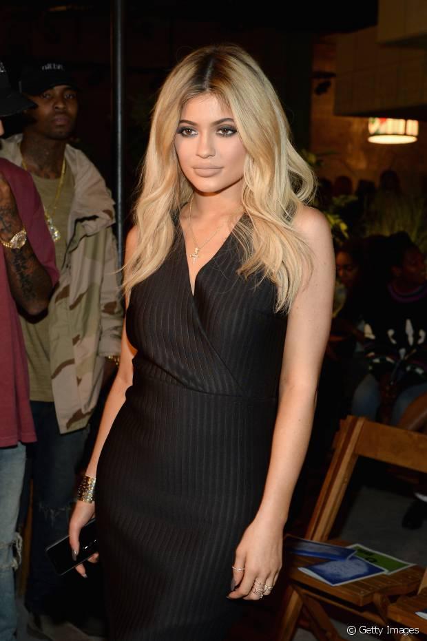 Kylie Jenner vive apostando nos cabelos falsos para variar o visual