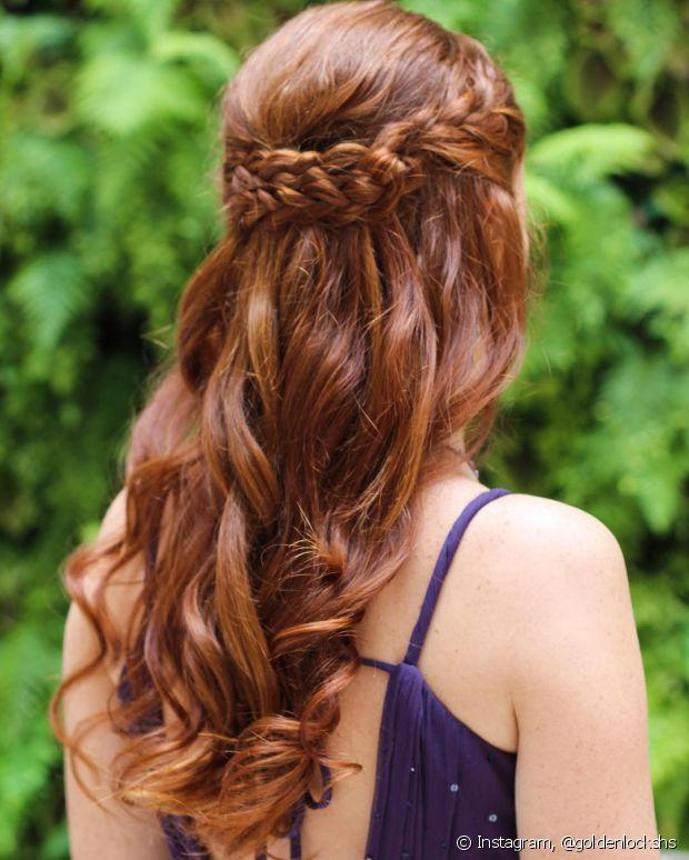 O perfil @goldenlockshsé perfeito para quem gosta de penteados no estilo romântico