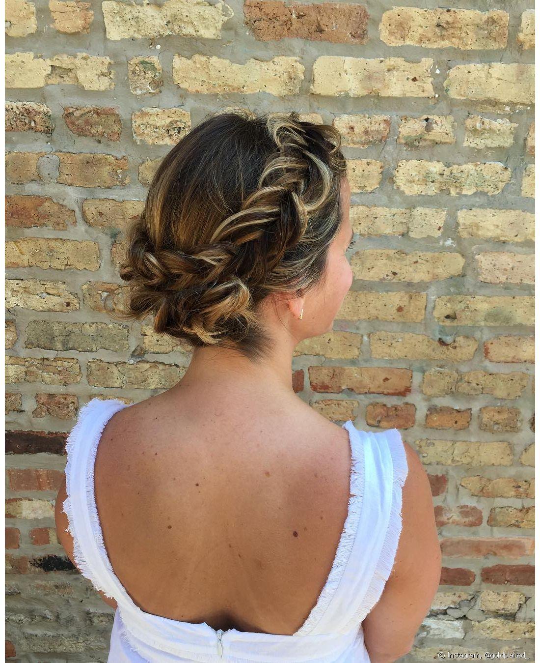 A coroa de trança ou a trança holandesa é o penteado queridinho da noivas mais românticas