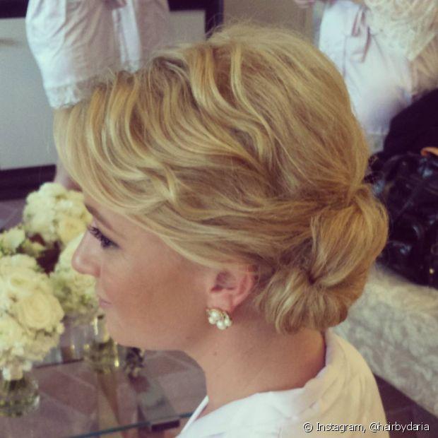 Os coques também podem ser usados pelas noivas que têm cabelo curto