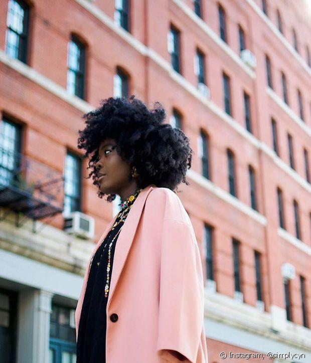 O acumulo de produtos na raiz do cabelo pode deixar seu couro cabeludo irritado, causar caspa e excesso de oleosidade na região