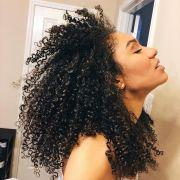Como dar banho de brilho com babosa no cabelo? Saiba quais são os benefícios da planta e aprenda o passo a passo da receita caseira