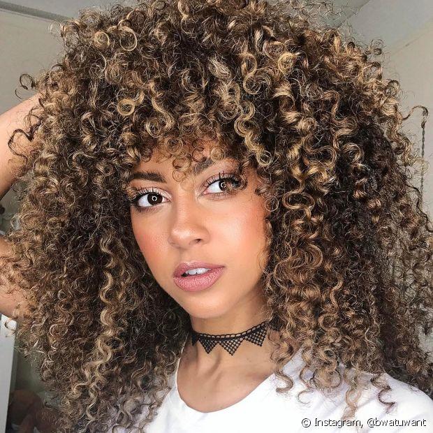 Ao colorir os cabelos, não use toucas nem acessórios para cobrir o couro cabeludo