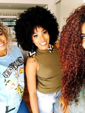 Camilla Santana, Luany Cristina e Bruna Ramos respondem mais dúvidas sobre cabelo cacheado! Veja o vídeo!