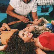 Camilla Santana responde perguntas de suas seguidoras sobre cabelos cacheados. Assista ao vídeo!