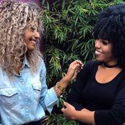 Bruna Ramos e Luany Cristina contam como finalizar cabelos cacheados e crespos. Confira o vídeo!