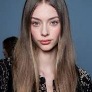 Como acabar com o frizz depois da chapinha? Confira truques para deixar o cabelo liso sem fios arrepiados
