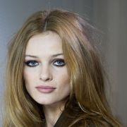 Corte de cabelo em camadas x desfiado: saiba tudo sobre as técnicas mais pedidas pelas mulheres