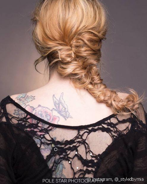 A técnica para a trança espinha de peixe é a mesma para todos os tipos de cabelo