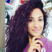 Cabelo ruivo violeta x vermelho marsala: qual cor é sua preferida para exibir fios coloridos?