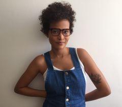 Depois de 10 anos de alisamento, Marinna Ribeiro resolveu encarar a transição capilar