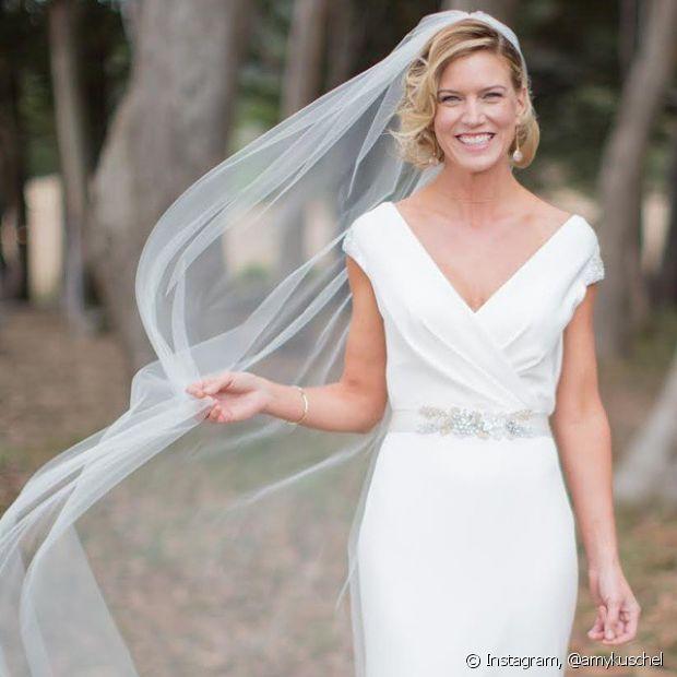 Os penteados semipresos ou soltos são muito indicados para casamentos de dia - mas não é uma regra, ok?