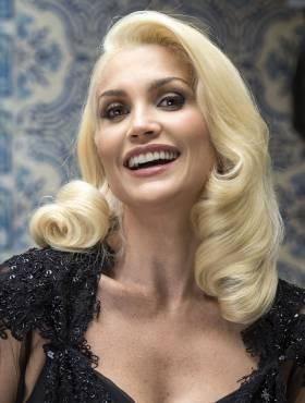 Cabelos platinados de Flávia Alessandra na novela das seis 'Êta Mundo Bom!' são inspirados nas divas de Hollywood: 'Amei'