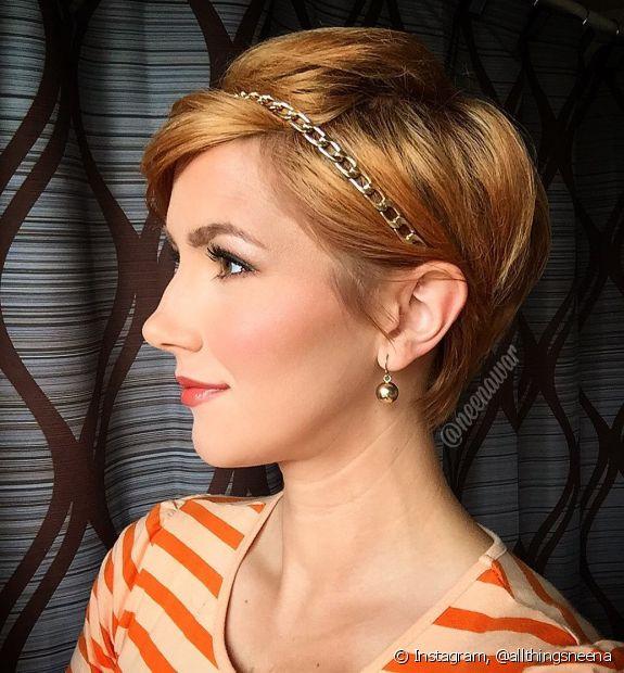 As tiaras são uma boa opção para os penteados em cabelo pixie e, dependendo do modelo, o acessório pode ser usado em ocasiões mais chiques