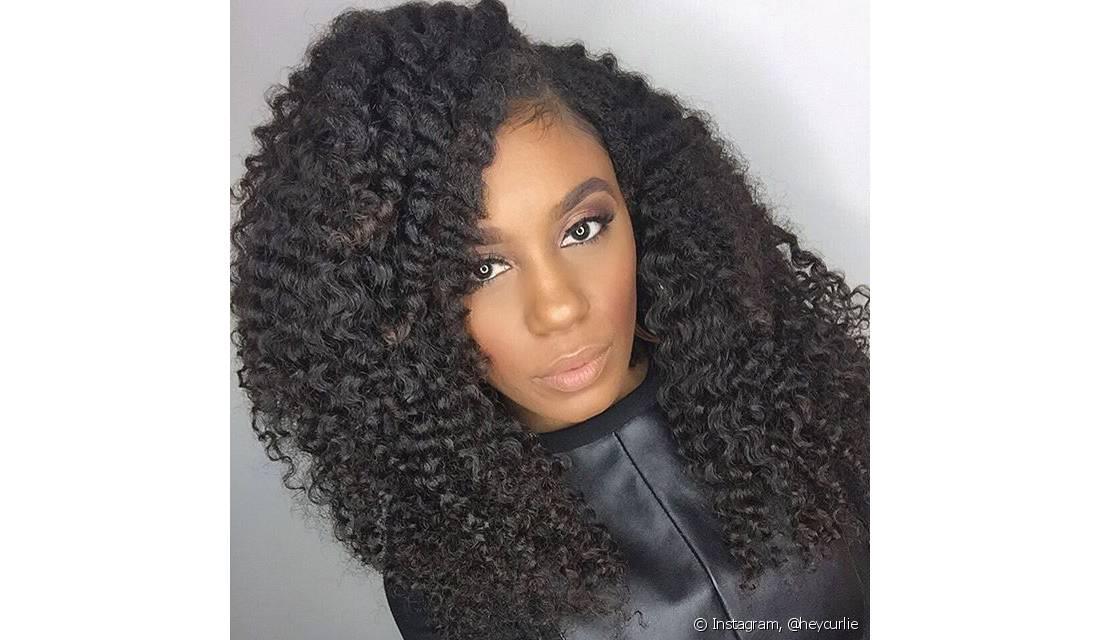 Faça o tratamento com as linhas Nurição Poderosa e Cachos Hidratados para manter os cabelos saudáveis no verão