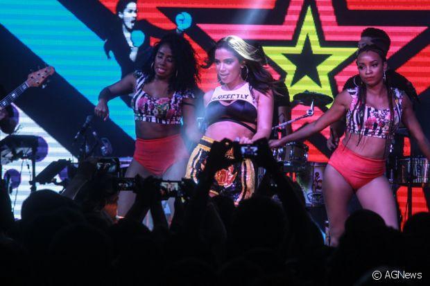 Anitta fez seu primeiro ensaio do Bloco das Poderosas para o Carnaval no dia 14 de Janeiro de 2016
