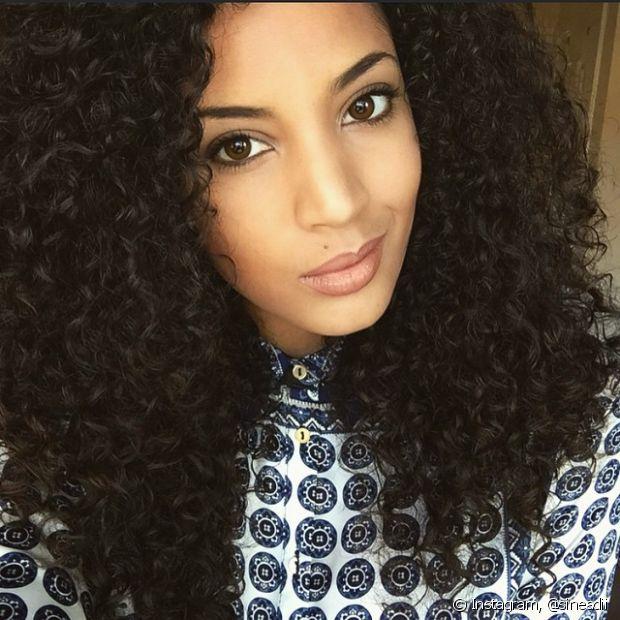 O corte em camadas é o ideal para mulheres de cabelos crespos e cacheados