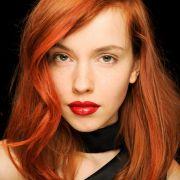 A sobrancelha deve ser da cor do cabelo? Confira dicas para conseguir a harmonia perfeita para o seu rosto