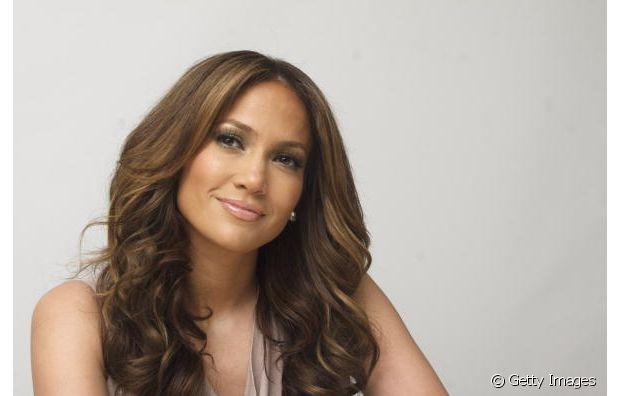 Jennifer Lopez é uma diva e já desfilou com as madeixas com o tom de chocolate e com mechas mais claras