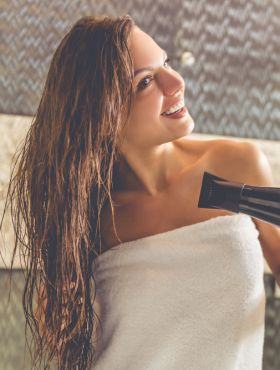 Protetor térmico caseiro: confira a receita para aplicar nos cabelos antes de usar ferramentas de calor