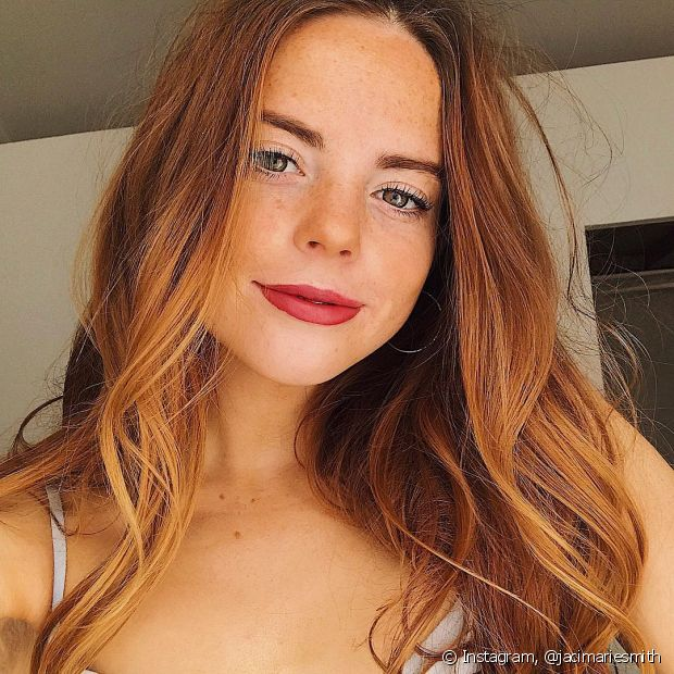 Lave o cabelo com menos frequência para que a coloração demore mais para desbotar