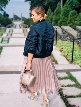 Como usar saia plissada? Dicas para montar looks + fotos para inspirar