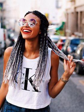 Box braids cinza: 5 fotos para você se inspirar e apostar nas tranças sintéticas