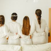 Penteados com tranças para madrinhas de casamento: 10 fotos para você se inspirar para o grande dia
