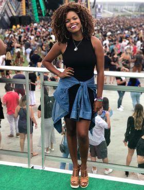 Especial Dia da Consciência Negra: Jeniffer Nascimento experimentou o preconceito após a transição capilar