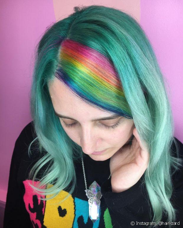 Para ter a franja arco-íris é preciso passar pela descoloração
