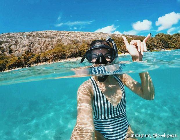 O óleo vegetal protege os fios durante mergulhos no mar ou na piscina