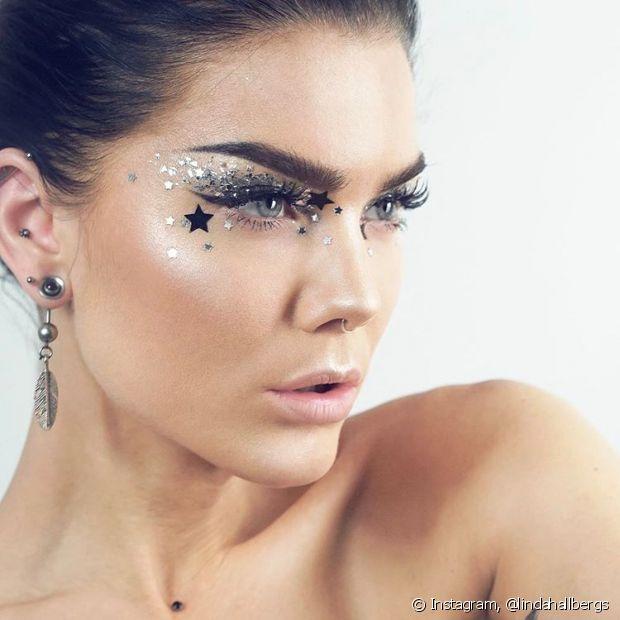 Use e abuse dos estilos de glitter que existem e brilhe muito no Carnaval