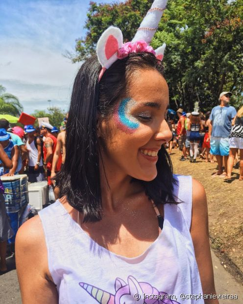 O glitter faz toda diferença na hora de fazer a maquiagem durante o carnaval