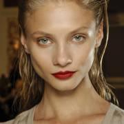 Você sabe lavar o cabelo corretamente? Confira os 5 erros mais comuns na hora do banho