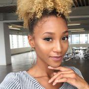 Quero descolorir meu cabelo crespo, o que faço? Saiba quais tratamentos investir para deixar os fios saudáveis antes da química