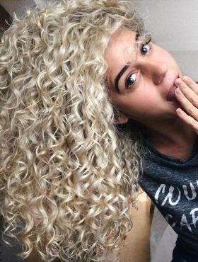 Posso fazer a finalização do COG no cabelo cacheado variando a ordem dos produtos?