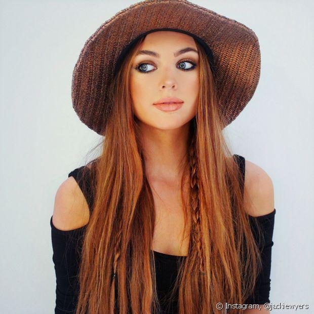 Os acessórios complementam os cabelos longos sem alterar nada no comprimento