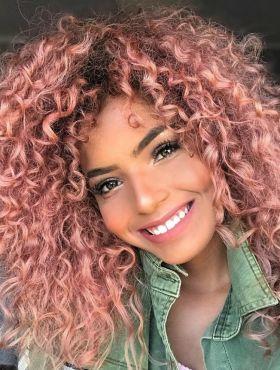 Shampoozada para cabelo colorido: saiba como tirar a cor fantasia dos fios