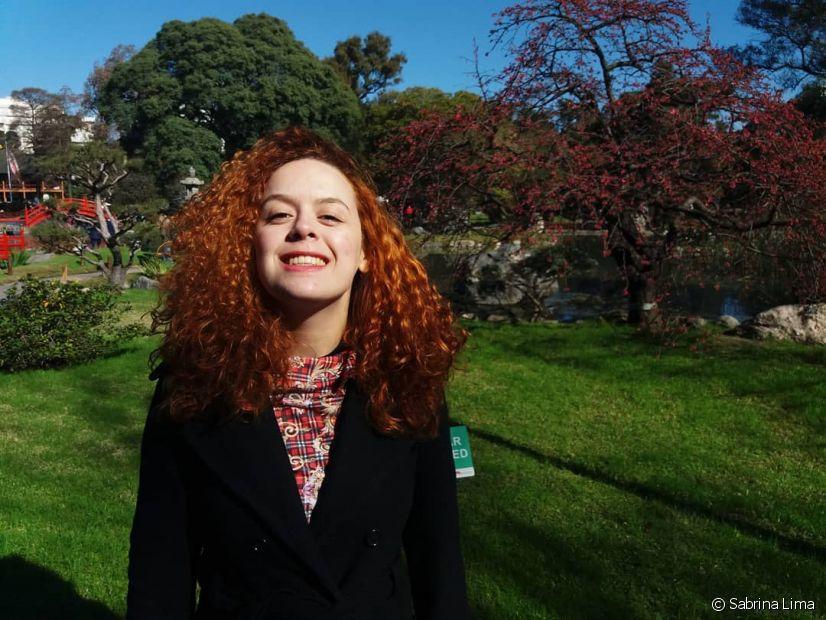 Sabrina conta que se tornou uma pessoa mais confiante e se sente mais bonita com os cachos naturais