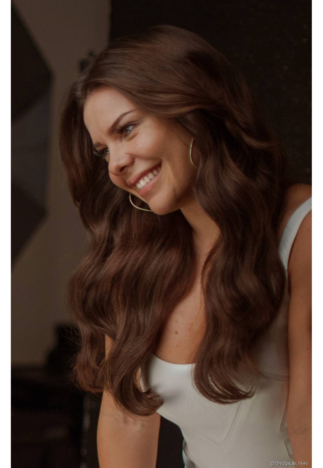 Fernanda Souza pintou os cabelos com 6.7 (Chocolate Natural), de Brilho&Ton