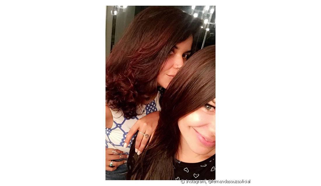 Fernanda Souza e Ju de Paulla pintaram seus cabelos com Brilho&Ton. A atriz usou a coloração 6.7 (Chocolate Natural) e a DJ investiu na cor 4.65 (Cereja)