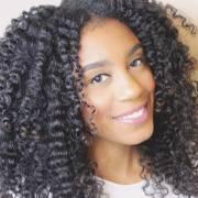 Como fazer twist em cabelo crespo? Confira o passo a passo da texturização dos cachos com tranças