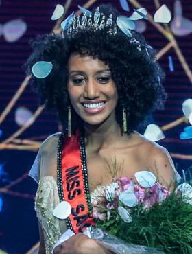 Sabrina de Paiva, Miss São Paulo 2016, passou pela transição capilar e fez o Big Chop para assumir seus cachos: 'Respeitar seus traços'