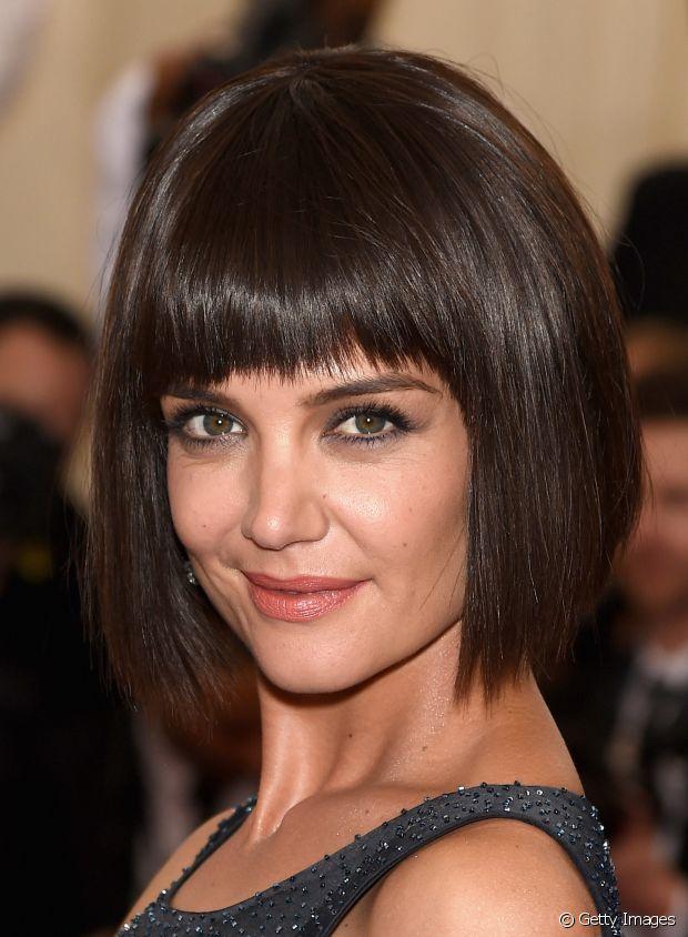 A franja reta em cabelos curtos é super geométrica