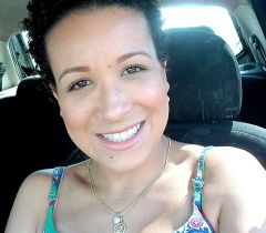 Antes de fazer o Big Chop, Elaine Gomes ficou em transição capilar por cinco meses