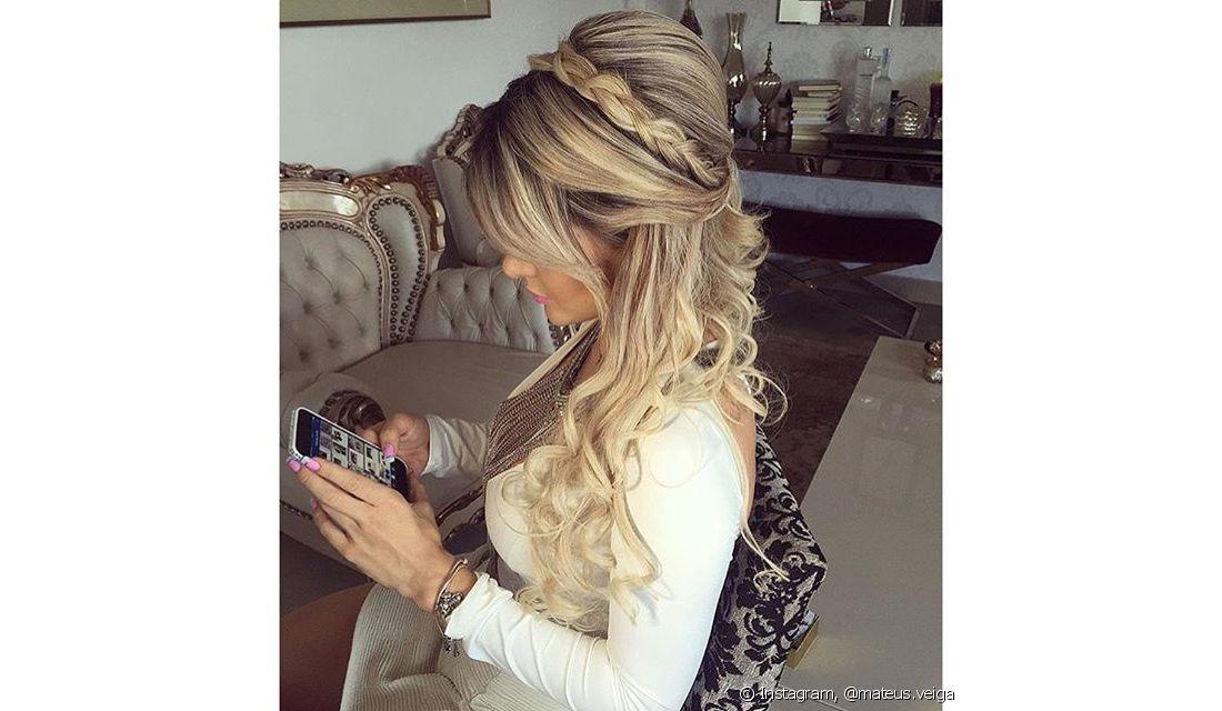 Topete feminino com cabelo solto passo a passo patchwork