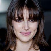 Franja cortininha: saiba como cortar o cabelo com o estilo moderno que ajuda a suavizar rostos redondos