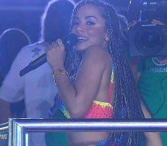 A nossa diva poderosa Anitta colocou todo mundo para dançar até o chão no Carnaval de Salvador