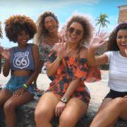 Fique Diva com Niely no Carnaval de Salvador: as Divas de Cachos curtem a festa com a Anitta, no Bloco das Poderosas. Confira o vídeo!
