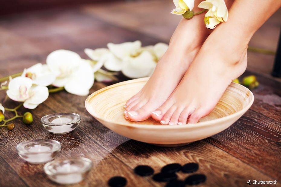 Bolinhas de gude no escalda-pé ajudam a massagear os pés